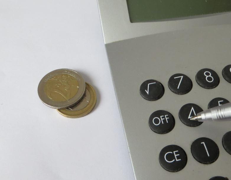 3 Euro und ein Tischrechner